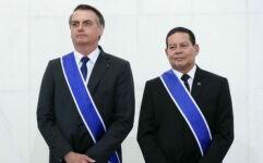 Presidente Jair Bolsonaro ao lado do vice Hamilton Mourão