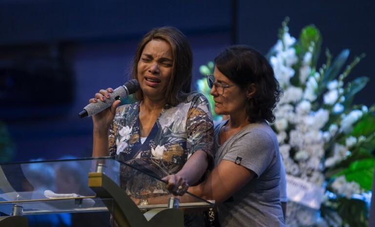 16/06 - Velório do pastor Anderson do Carmo aconteceu na Cidade do Fogo