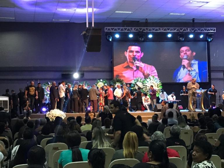 Velório do pastor Anderson do Carmo acontece na Cidade do Fogo