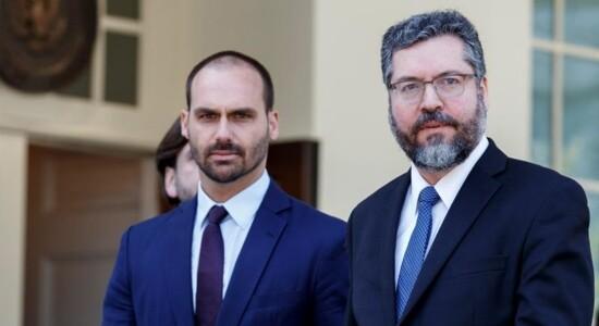 Deputado Eduardo Bolsonaro e chanceler Ernesto Araújo