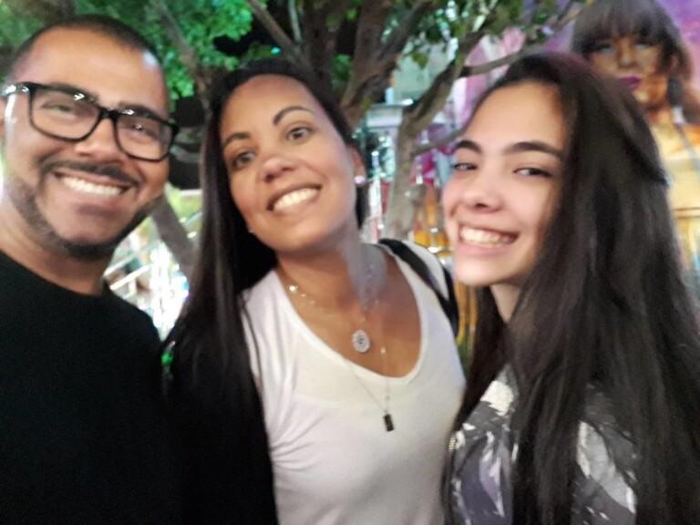 André Leono com a esposa e a filha Glinka