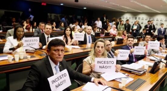 Deputados repudiam PL