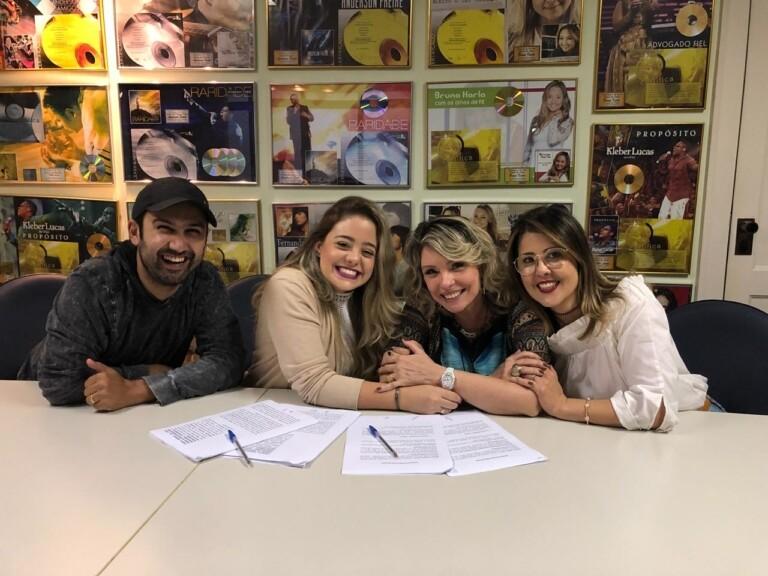 Bekah Costa se torna a nova cantora do selo MK Music
