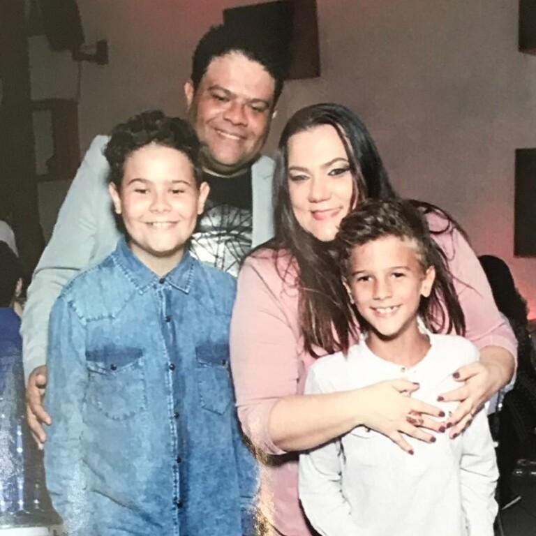 Wilian Nascimento e Viviane com os filhos Hugo e Theo