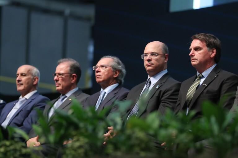 Em evento no Rio, Bolsonaro diz que inimigos dentro do Brasil