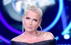 Xuxa Meneghel sai em defesa do cantor Belo e alfina Bolsonaro