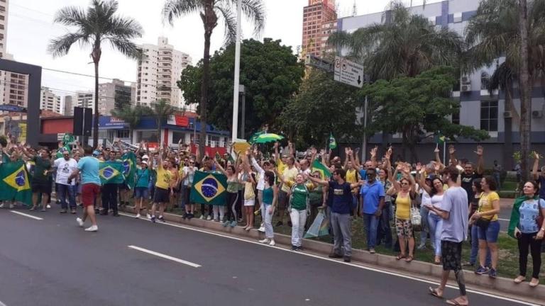 Multidões foram às ruas contra o STF