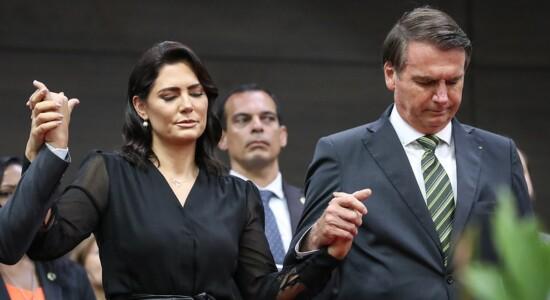 Michelle e Jair Bolsonaro participam de culto em Manaus