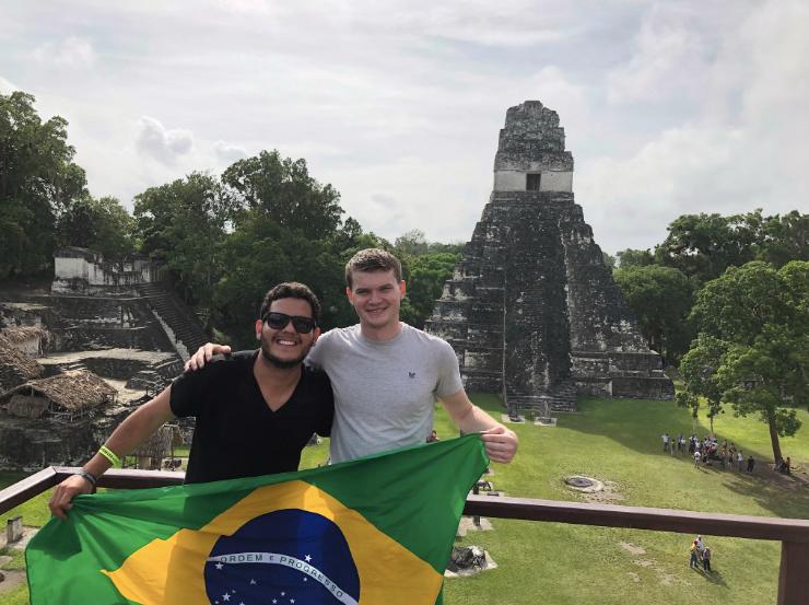 Anderson Dias se tornou o primeiro brasileiro a visitar todos os países do mundo, além de ser o ser humano que fez isso em menos tempo