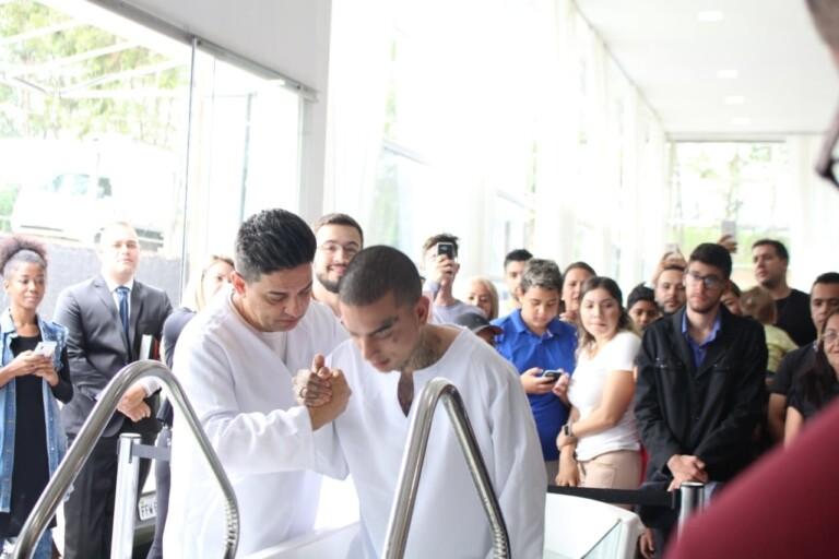 MC Guimê completa 27 anos e se batiza na ADAlpha