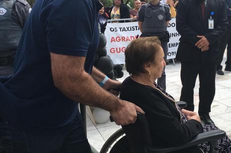 Enterro do corpo de Gugu acontece na Zona Sul de São Paulo