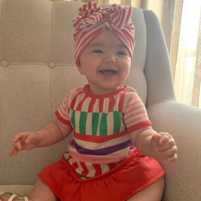 Zoe desfila seu estilo fashion em seu primeiro ano de vida