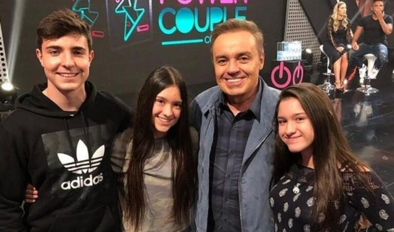 Gugu Liberato e os três filhos