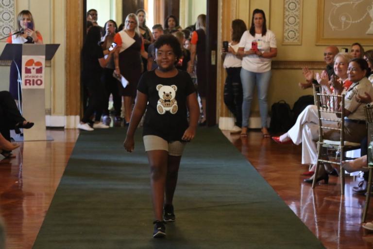 Desfile de inclusão social no Palácio da Cidade
