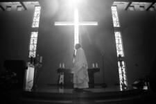 Religioso confunde gasolina com água benta e causa morte de fiel