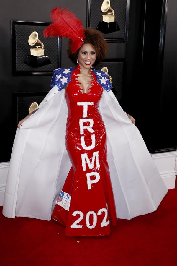 Joy Villa usou vestido com frase em apoio a Trump