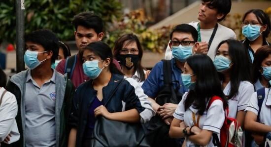 Máscara virou item obrigatório em países afetados pelo coronavírus