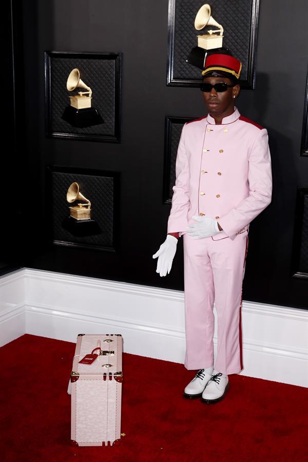Confira os looks do tapete vermelho do Grammy 2020