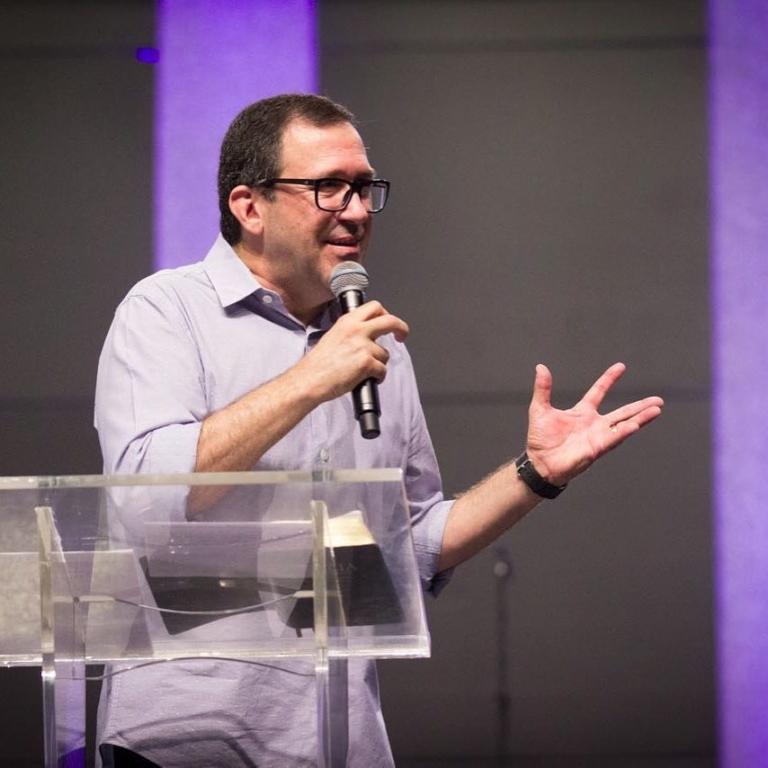 Edson Rebustini, pastor da Igreja Bíblica da Paz