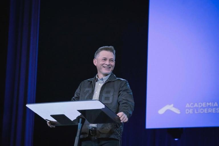 Cash Luna, pastor da Casa de Dios da Guatemala