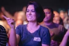 Primeira-dama assiste a culto na Igreja Batista Atitude