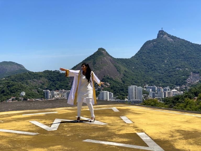 Fernanda Brum grava clipe da canção Deus Me Fez Vencer