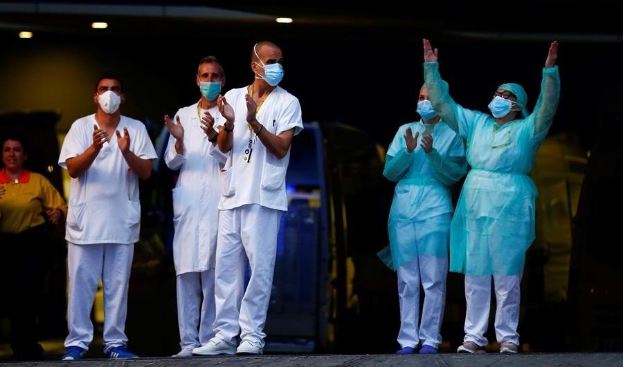 Pacientes estão se curando da Covid-19 ao redor do mundo