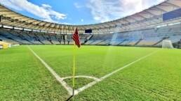 Governo do RJ planeja volta do futebol com 50% da capacidade em estádios