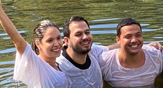 Wesley Safadão é batizado no rio Jordão: Minha vida é de Jesus