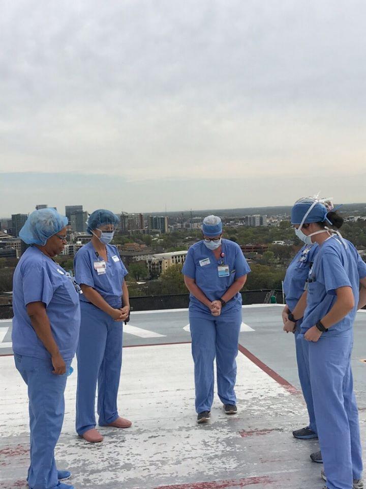 Enfermeiras oraram por pacientes e por suas famílias