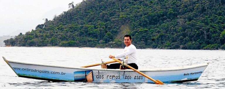 Cristão viaja de barco para levar comida a ribeirinhos