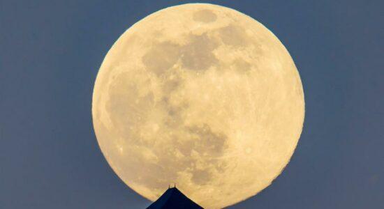 Pesquisadores encontraram moléculas de água na Lua