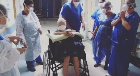 Idosa de 94 anos é curada da Covid-19