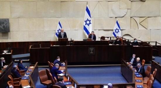 Novo governo de Israel toma posse e encerra bloqueio político