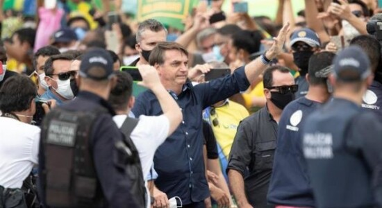 Ato em favor de Bolsonaro enche as avenidas de Brasília