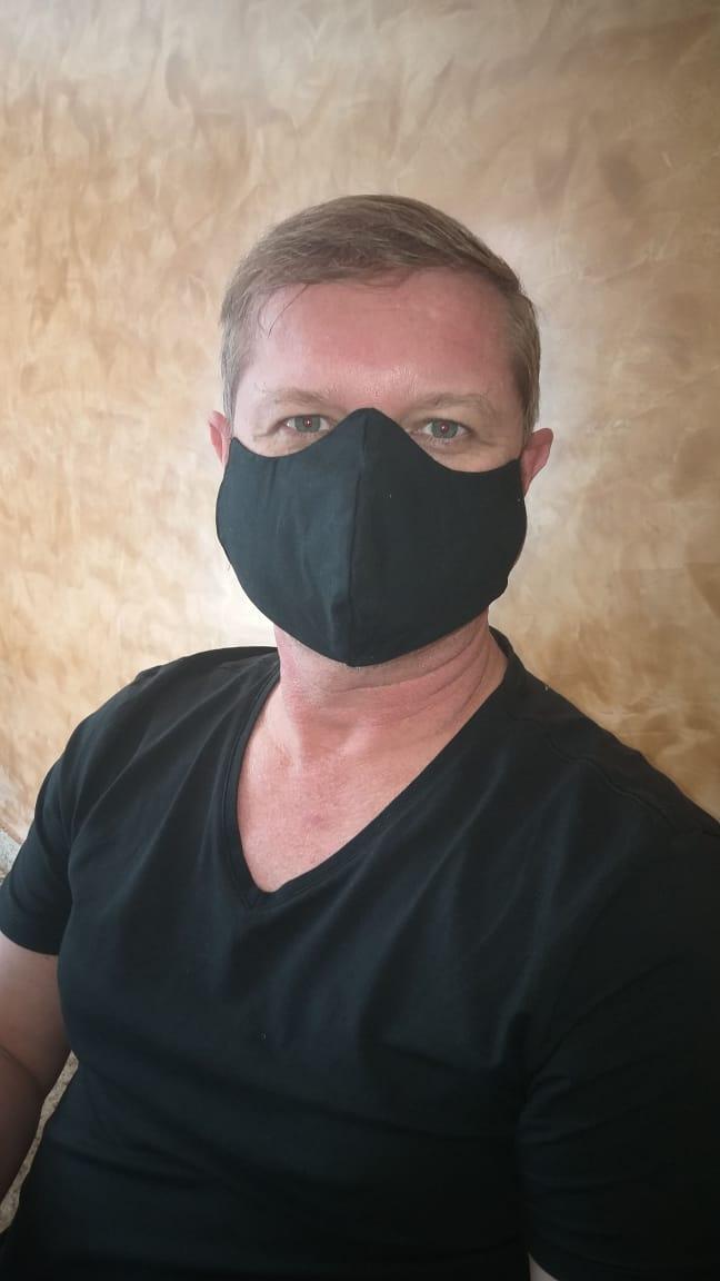 Máscaras estampadas viram febre e impulsionam trabalhadores informais e até grifes