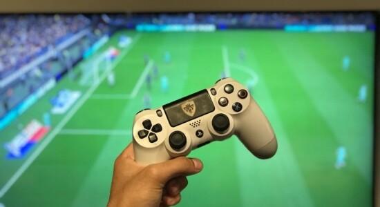 Atletas disputam campeonato virtual de futebol