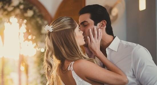 Bárbara Evans e Gustavo Theodor se casam no civil