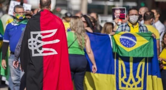 Bandeiras ucranianas são históricas e representam luta do povo