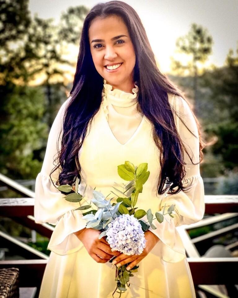 Pastora Camila Barros celebra seus 15 anos de casada