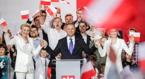 Andrzej Duda é reeleito na Polônia