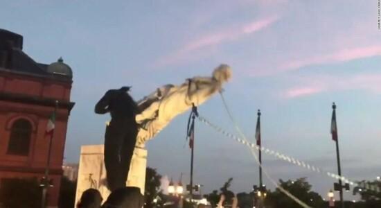 Estátua de Colombo é derrubada em Baltimore