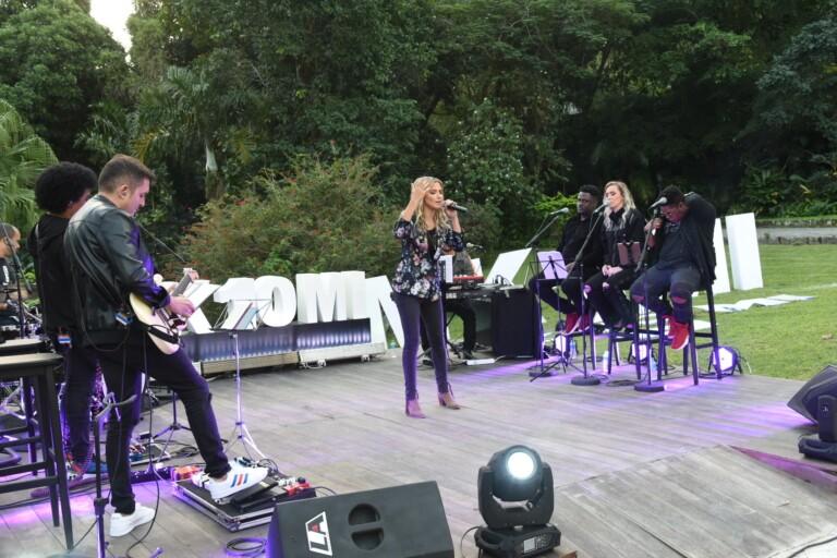 Marine Friesen canta Alfa e Ômega e outros hits na live da MK Music