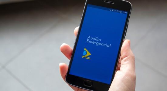 Governo vai cobrar auxílio emergencial indevido de 2,6 milhões por SMS