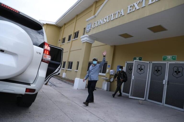 Presidente Juan Orlando Hernández recebeu alta do hospital