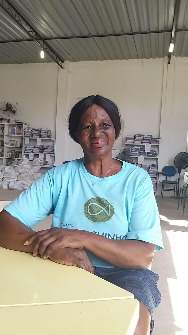 Aos 73 anos, Teresinha do Carmo é uma das voluntárias no local