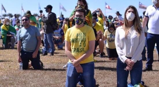 Cristãos oram pelo Brasil e por Bolsonaro