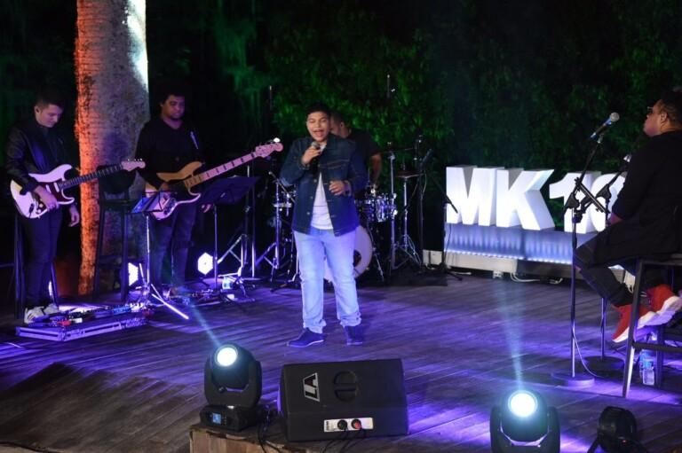 Paulo Neto canta seus hits no palco do show live da MK Music