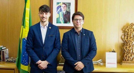 Jair Renan Bolsonaro e Mario Frias