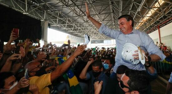 Bolsonaro é aclamado por multidão em êxtase em SE